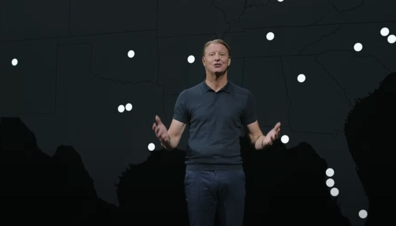 Verizon CEO Hans Vestberg speaking on stage in front of a coverage map.